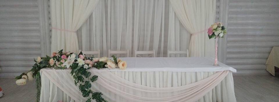 Украшение стола молодоженов в Киве