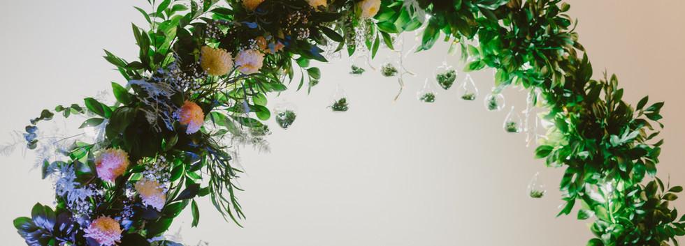 Свадебная  арка с живыми цветами в Киеве