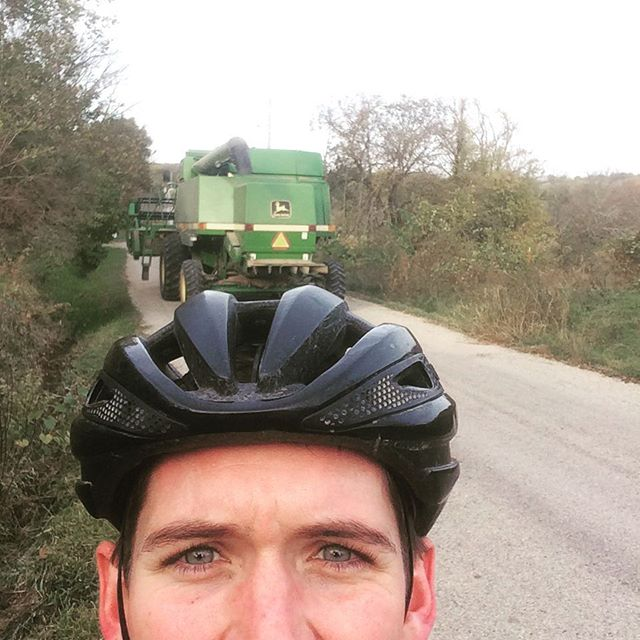 Morning rush hour #nothingrunslikeadeere #combinerushhour #traffic #notreally #cycling #baaw #fitnes
