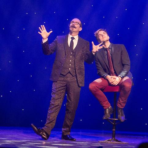 Axel Hecklau der Berliner Meister-Zauberer ist auch auf der Bühn nah am Publikum