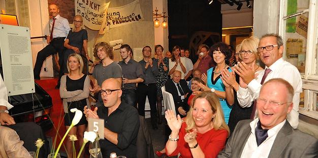 Axel Hecklau und sein begeistertes Publikum. Staunen mit Axel Hecklau aus Berlin macht Spaß - viel Spaß!