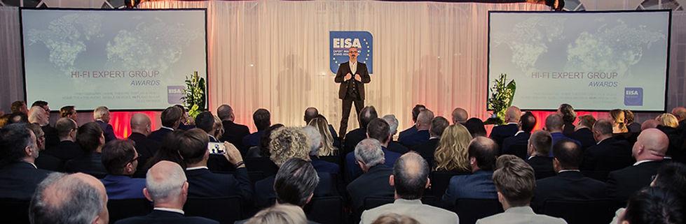 Wie begeistert man ein Publikum nach einem anstrengenden Kongresstag. Für Axel Hecklau aus Berlin mit seiner Zaubershow kein Problem.