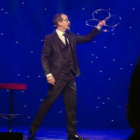 Axel Hecklau der berliner Zauberkünstler hat so manche Klassischen Kunstsücke weiter entwickelt