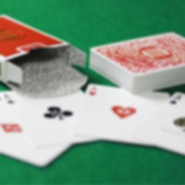 Axel Hecklau vollbringt auch erstaunliches mit Spielkarten