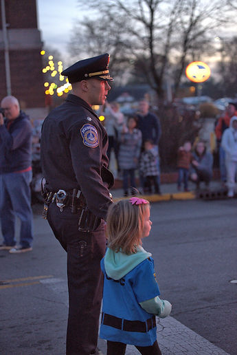EVENT PHOTOGRAPHY 13 POLICE AND CHILD.jp
