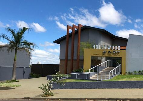 Fachada, Portico, Letreiro Clinica Hollywood