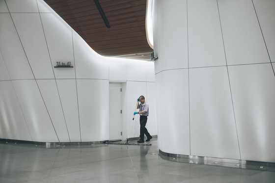 HOW A COMMERCIAL CLEANING COMPANY CAN SAVE YOUR BUSINESS MONEY