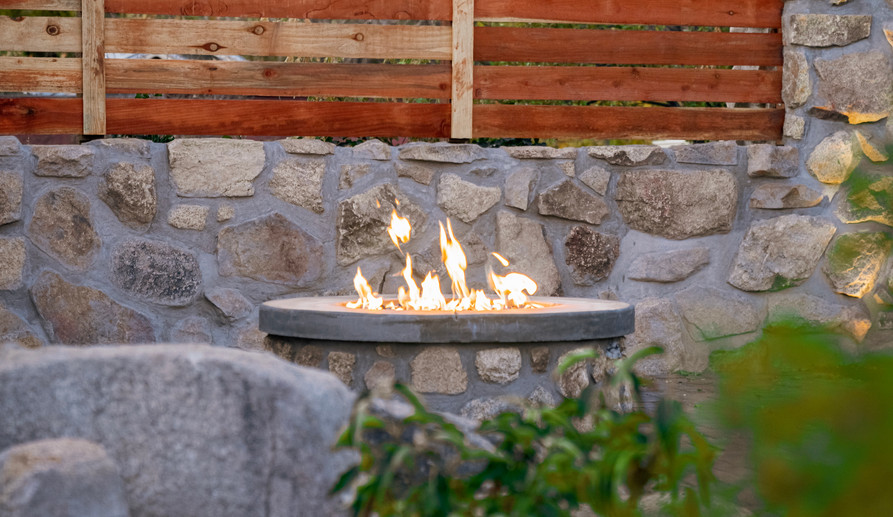 Firepit with privacy wall