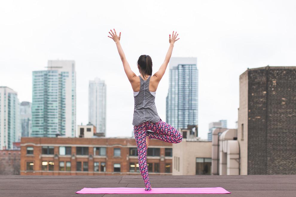 Yoga sur le toit