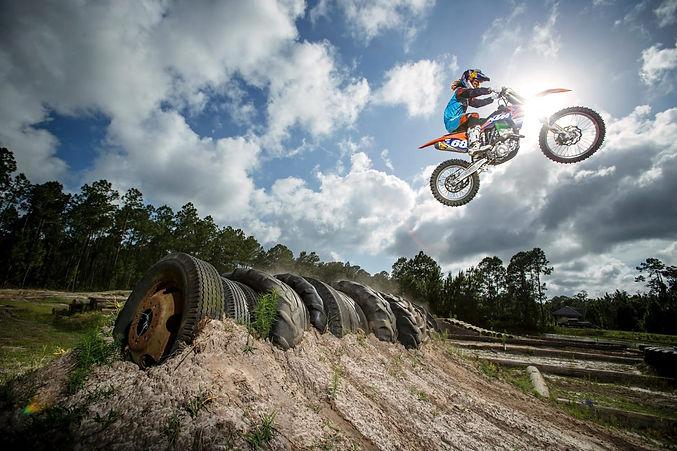 tarah-gieger-endurocross-motocross-red-b