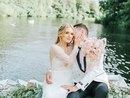 Wedding Planner Cambridgeshire Shares a Wedding Inspiration on a Boat in Norfolk