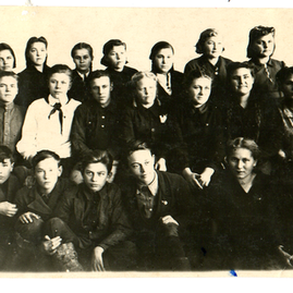 8 класс. внизу слева Юрченко, Михалев, Г