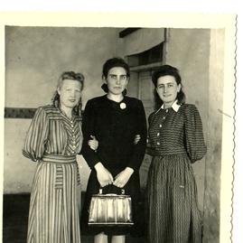 справа Лидия Кирилловна , слева Ольга Фе
