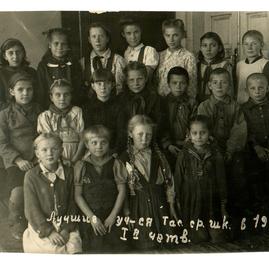 лучшие учащиеся ТСОШ в 1948 г. 1-я четве