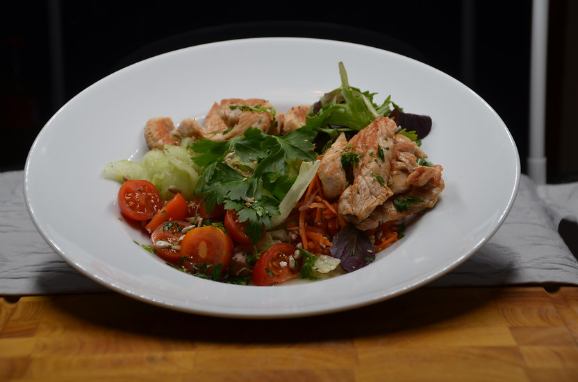 (m) Großer Salat mit Putenstreifen