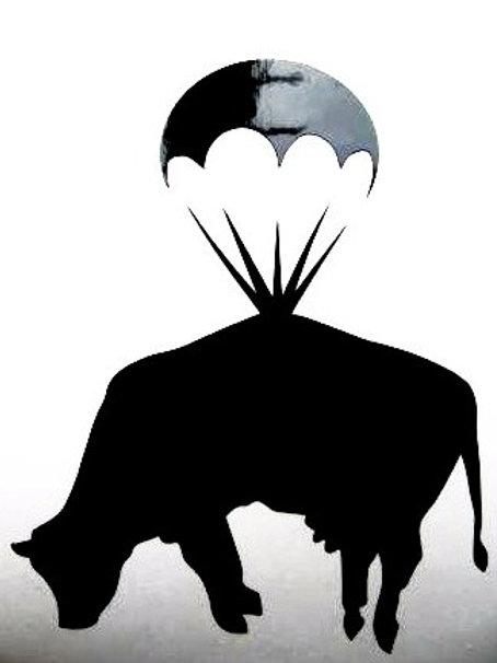 Vaca con paracaídas