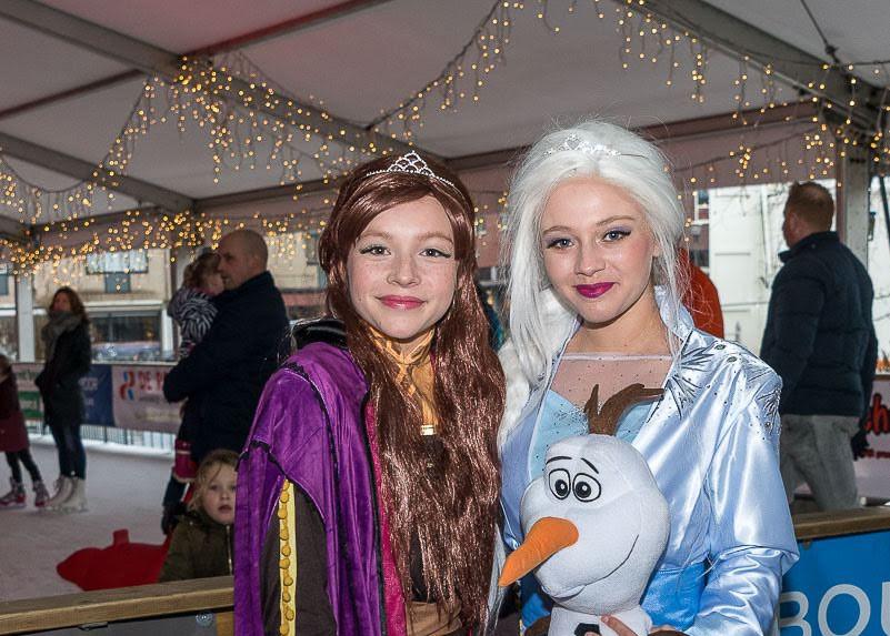 Anna en Elsa _ Rond on Ice