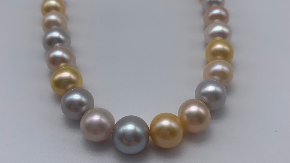 9ct yellow gold Freshwater Pearl necklace