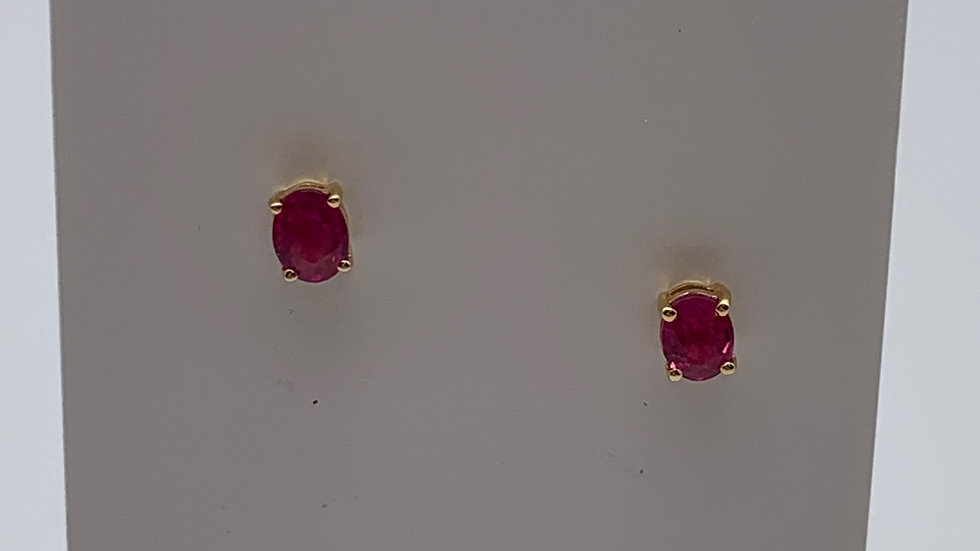 18ct yellow gold Ruby studs