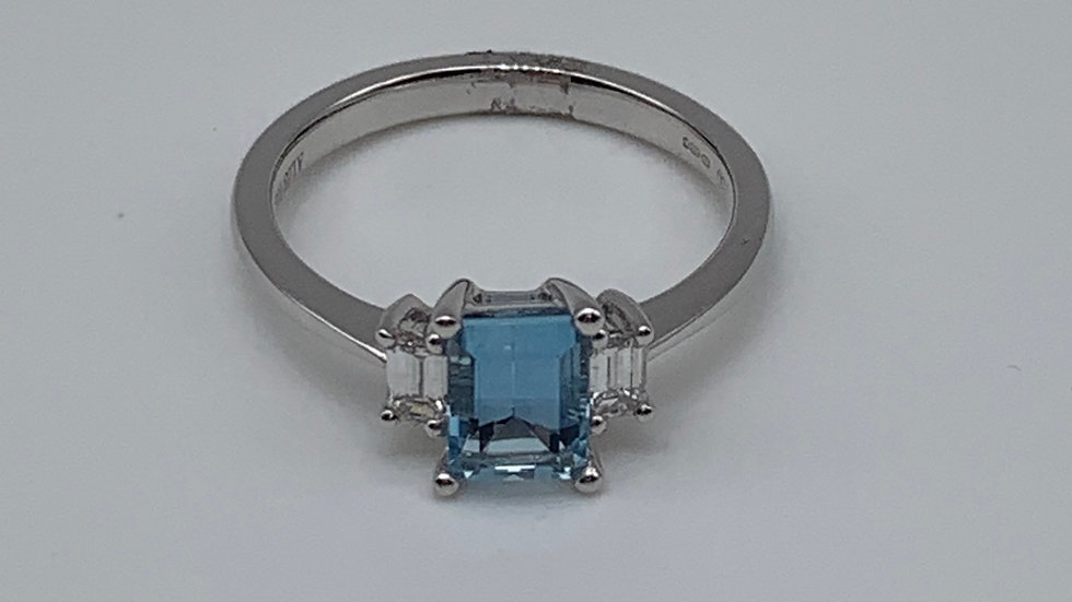 18ct white gold Aquamarine & Diamond ring