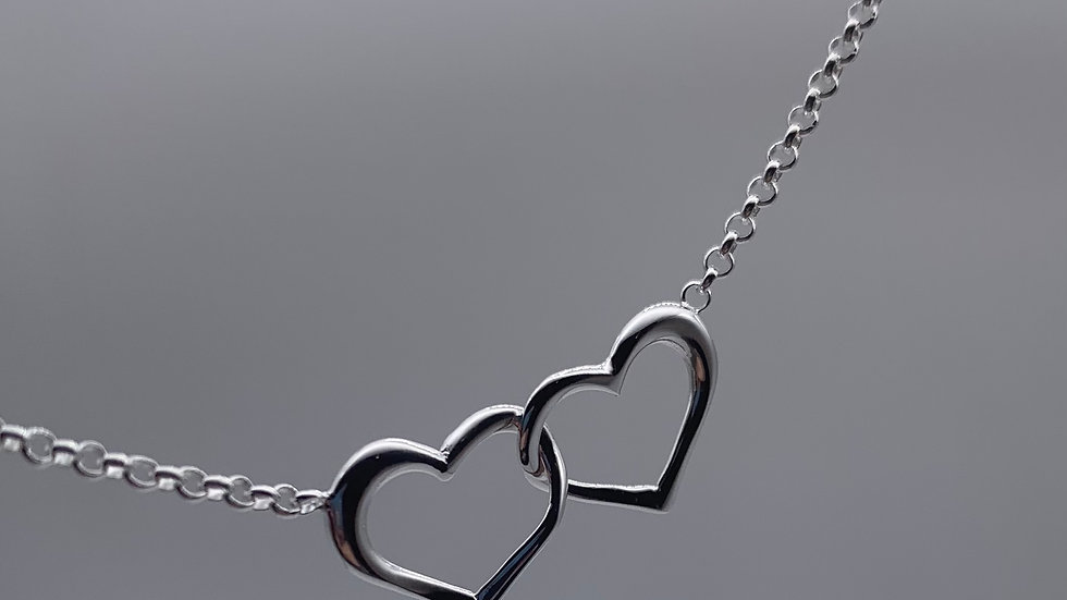 Silver interlinked heart necklace