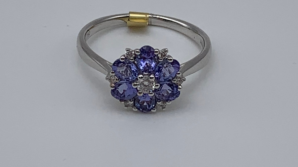 18ct white gold Diamond & Tanzanite ring