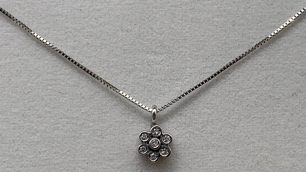 9ct white gold Diamond flower pendant