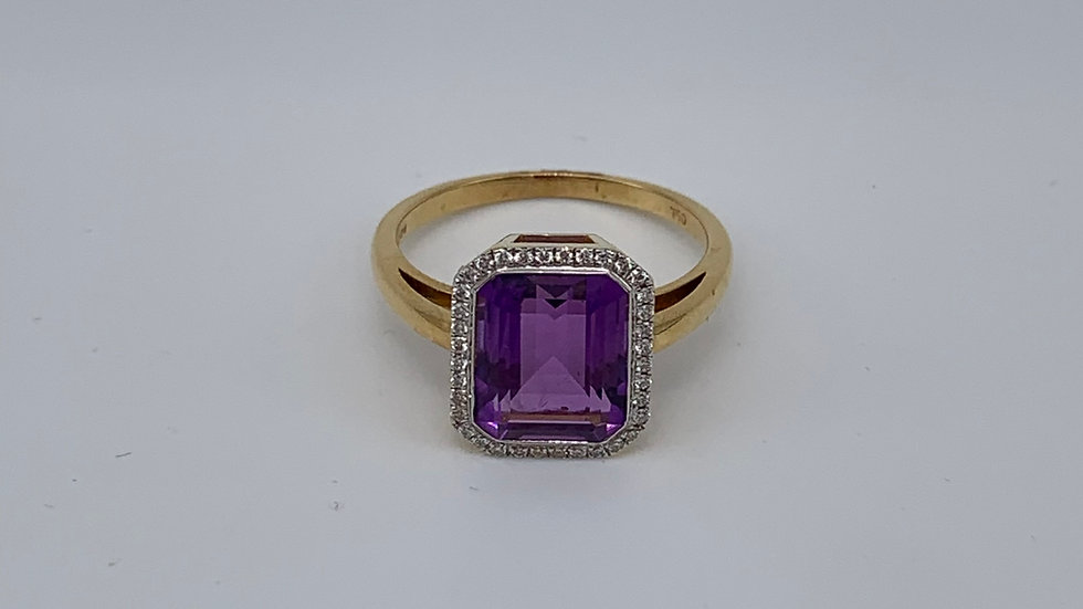 18ct yellow gold Amethyst & Diamond ring