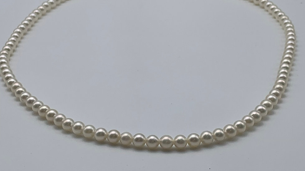 """16"""" 14ct white gold Cultured Pearl necklace"""
