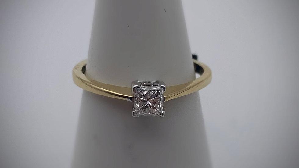 18ct yellow gold 0.33ct Diamond ring