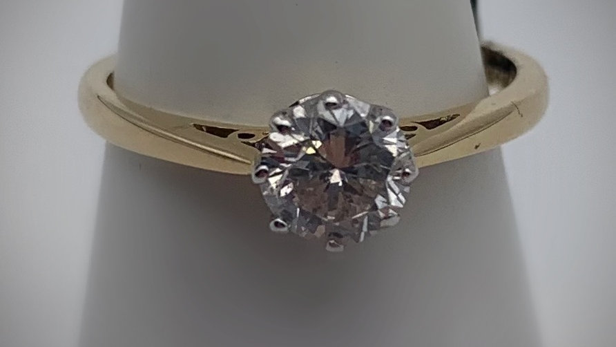 18ct yellow gold 0.72ct Diamond ring