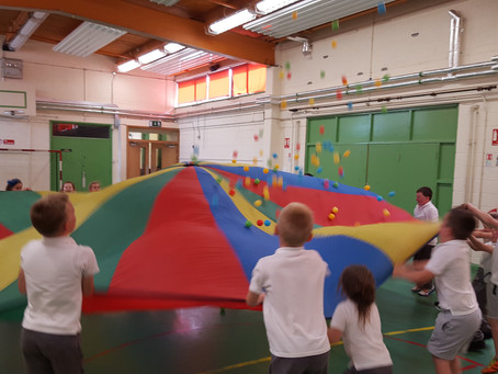 Parachute fun in Senior Infants/1st class!!!!