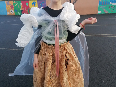 Fantastic Junk Couture Fashion in 3rd class!