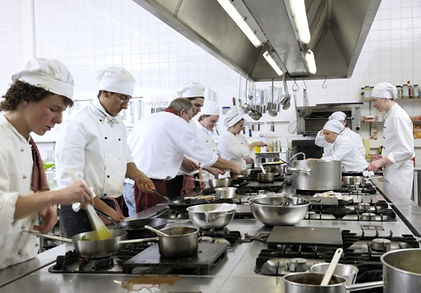 טבחים במטבח