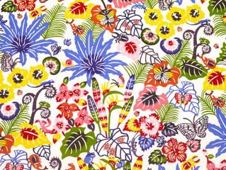 紅型デザイン『バンナ公園の植物と昆虫たち』シリーズの赤をご紹介します。