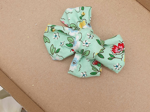 Retrol Green Floral Handtied Classic Bow