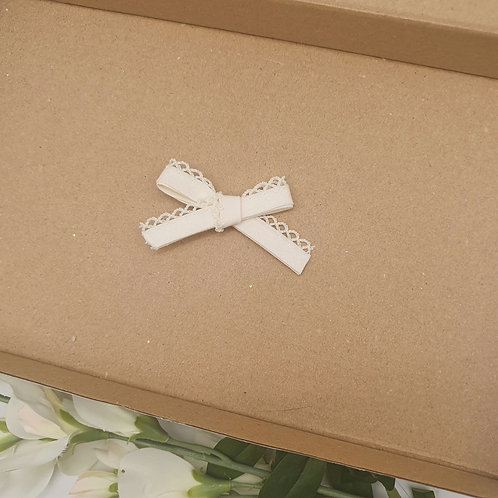 Dainty Lace Edge Classic Bow Cream