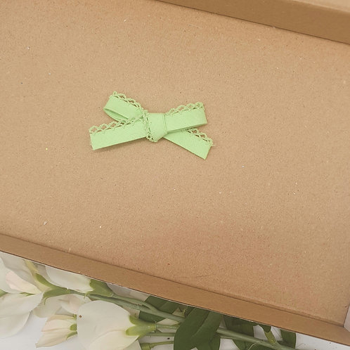 Dainty Lace Edge Classic Bow Spring Green