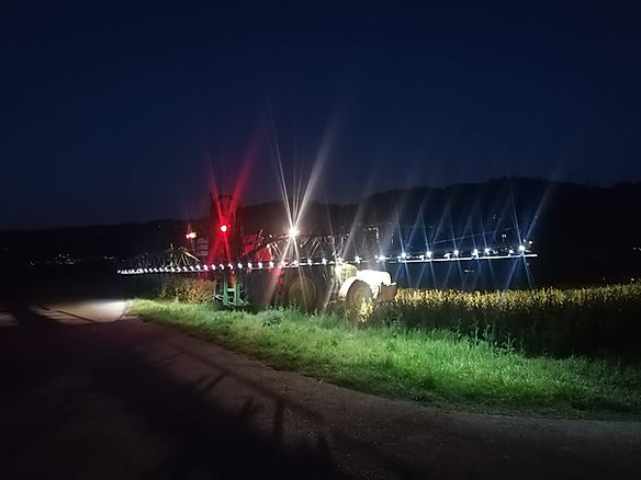 Amazone UF 1201 mit Einzeldüsenschaltung per GPS geschaltet und LED-Beleuchtung