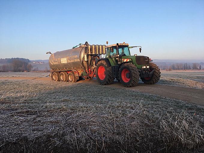 Güllefass am Traktor mit Ausblassystem