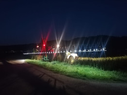 JohnDeere 6330 mit Amazone UF 1201 mit Einzeldüsenschaltung mit LED Beleuchtung