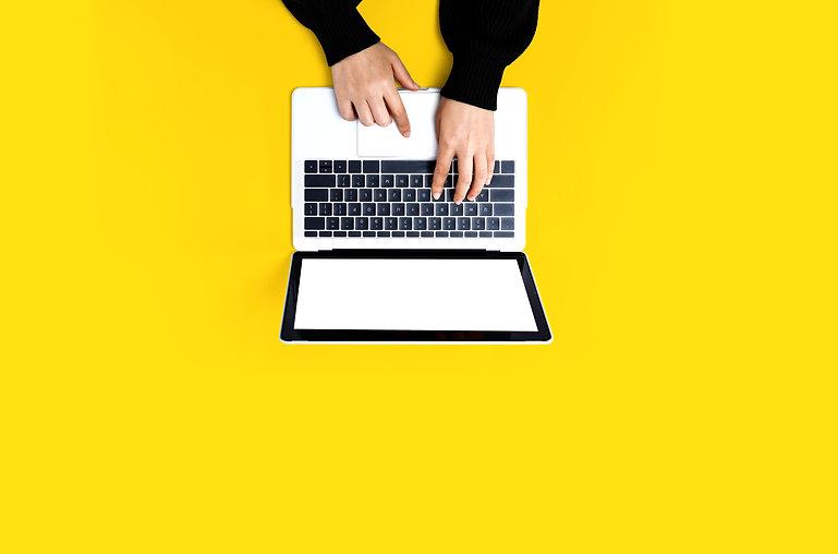 laptop jaune 3.jpeg
