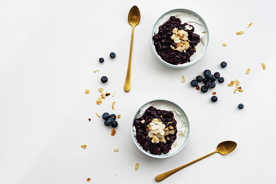 Yogurt with blueberry and almonds