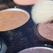 Make-Up Pinsel und Liedschatten im Fotostudio Farbtonwerk