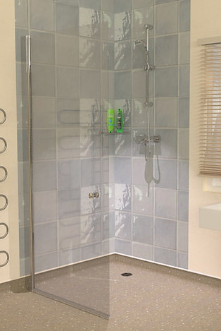 UniClosure 920 Wet Room Vinyl Flooring Screen
