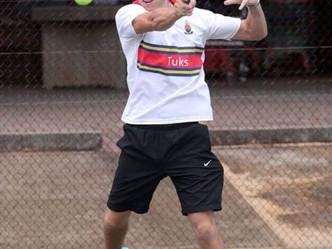 E.G. Jansen tennis afrigter deur na uitspeel rondte vir Wêreld Studentespele.