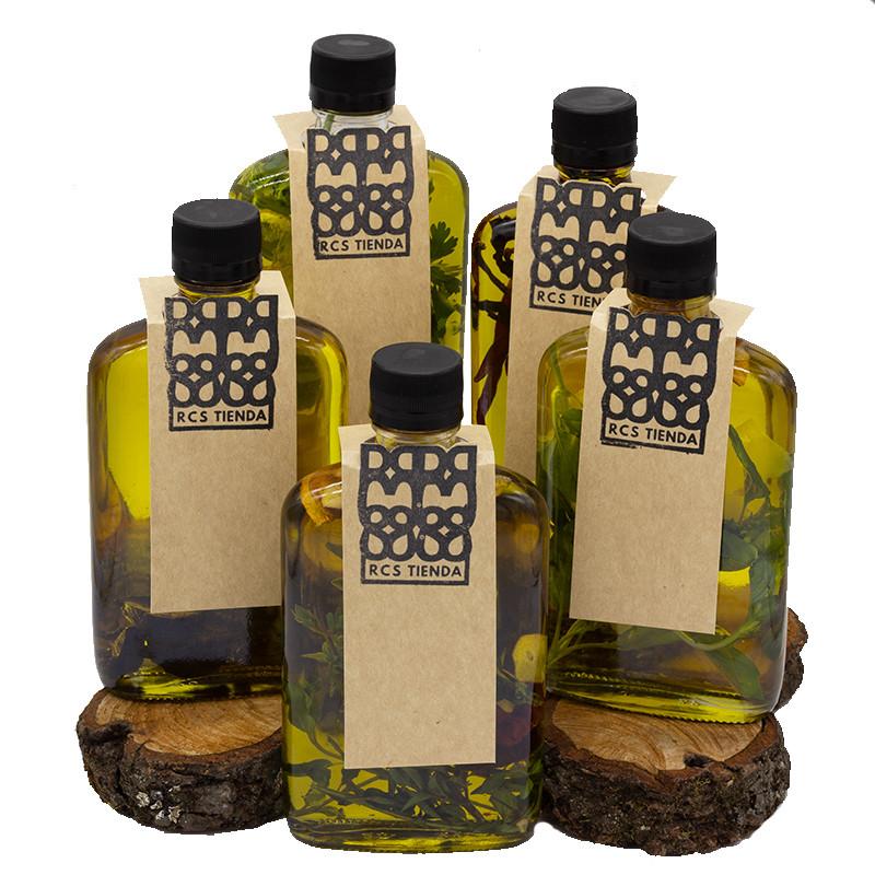 5 botellas de vidrio con aceite de oliva y corbatines de etiqueta