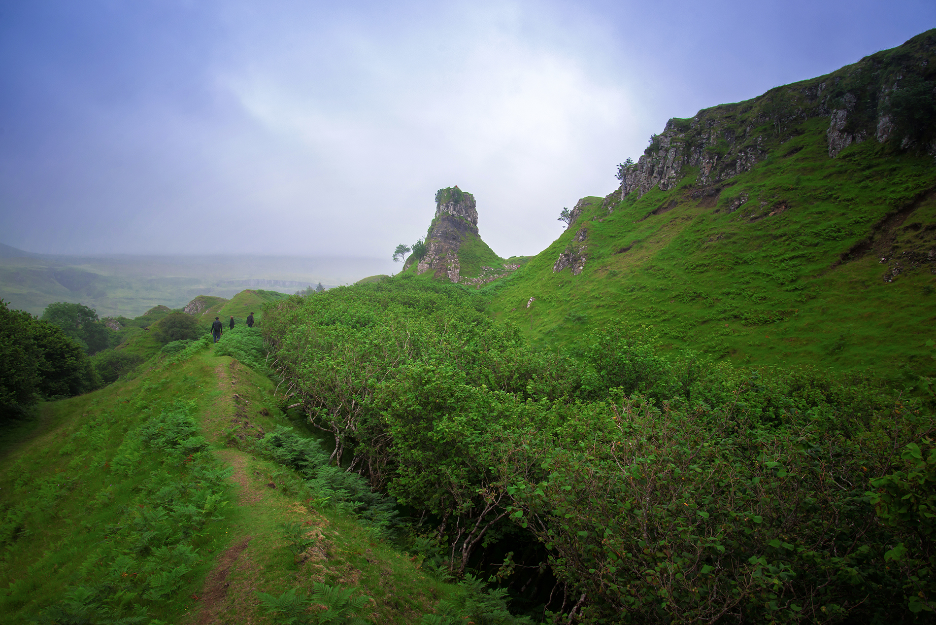 Disappearing into Fairy Glen, towards Ca