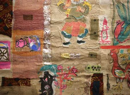 Xem tranh trên giấy dó và ghép gỗ 'Trong này, ngoài kia và những mảnh ghép' của Ngô Hùng Cường