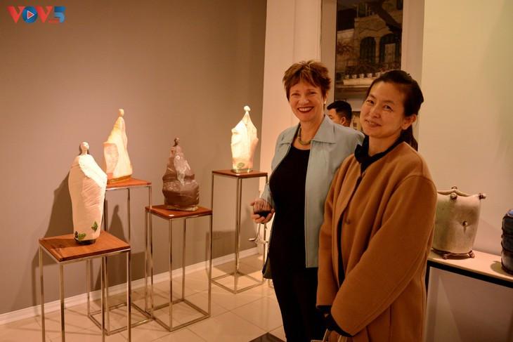 Nghệ sĩ Petra De Vree tham dự triểm lãm với những tác phẩm độc đáo của mình.
